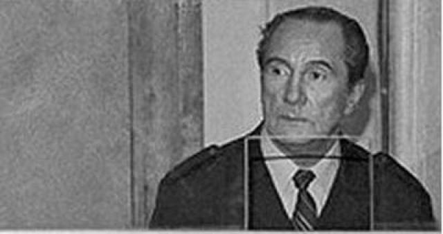 """Капитан """"Нахимова"""" Марков остался жив. Говорят, что он сел в спасательную шлюпку одним из первых. Но его судьба и судьба его помощника была фактически предрешена, и суд, проходивший в ДК железнодорожников в Одессе, являлся лишь пустой формальностью."""