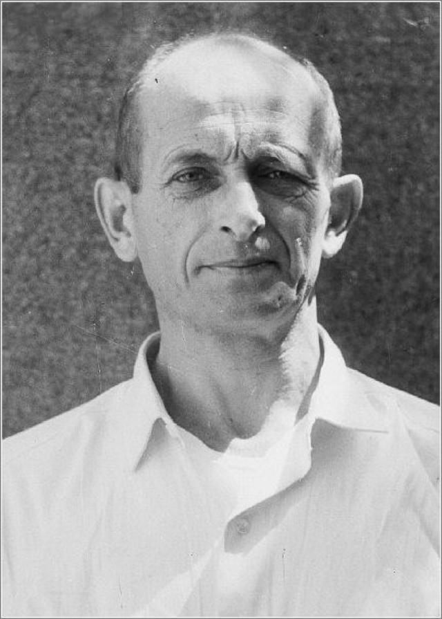 Эйхман в 1945 году был арестован американскими военными, представился военнослужащим 22-ой добровольческой кавалерийской дивизии СС.