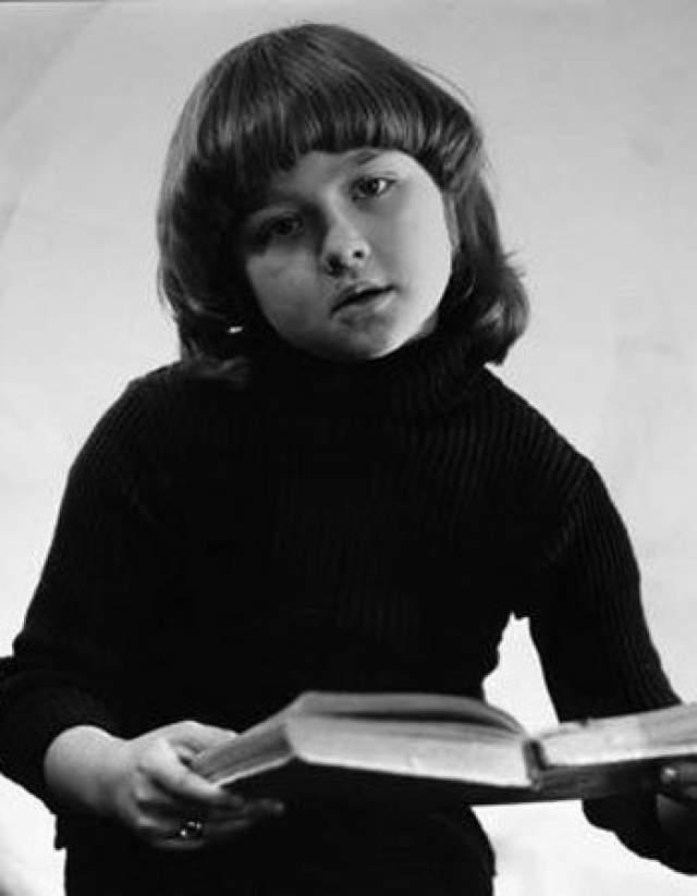 Ника Турбина, 1974-2002. Девочка-вундеркинд советских времен в 8 лет печаталась в федеральных изданиях, а в 9 лет уже издала сборник своих стихов.