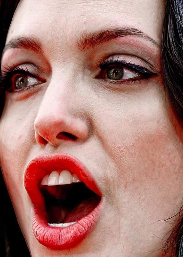 Анджелина Джоли, 43 года