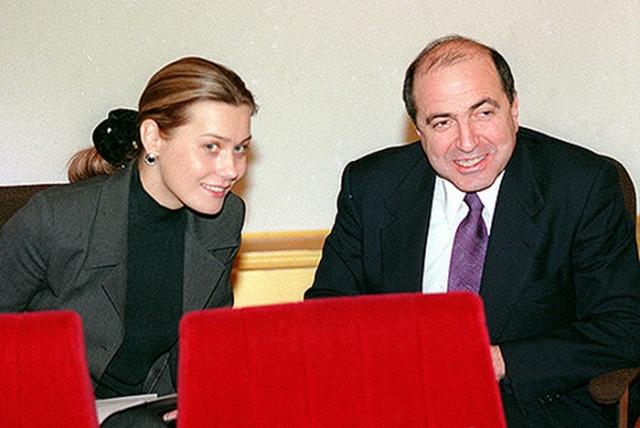 Уже с середины 90-х Борис жил с Еленой Горбуновой, также матерью его двоих детей. Лишь в 2009 Бешарова подала документы на развод. По слухам, заседание длилось всего пять минут.