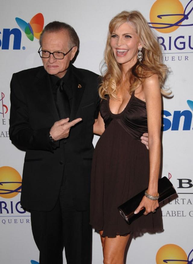 Телеведущий женился на актрисе и певице Шон Саусвик, которая моложе его на 26 лет, в 1997 году.