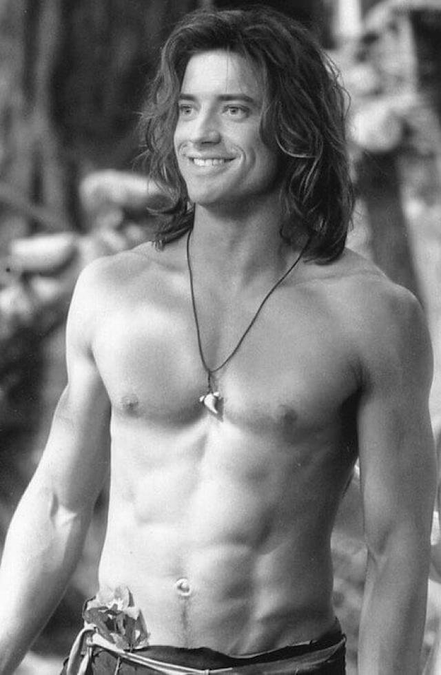 """Брендан Фрейзер. В конце девяностых канадец Фрейзер будоражил умы юных девушек, снимаясь в подростковых фильмах, а потом в картине """"Джордж из джунглей"""" демонстрировал подтянутое тело."""
