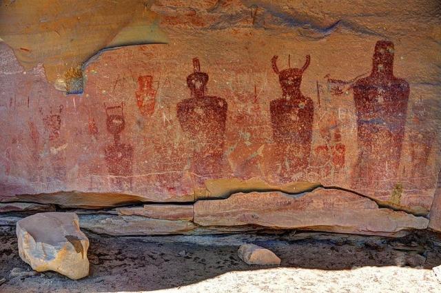 Самые древние петроглифы появились здесь более чем 8 000 лет назад.