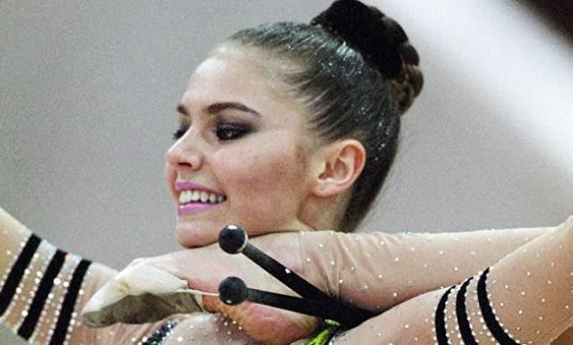 Двукратная абсолютная чемпионка мира. На ее счету - 25 золотых медалей мировых и европейских первенств, в том числе первое место на Олимпиаде 2004 года.