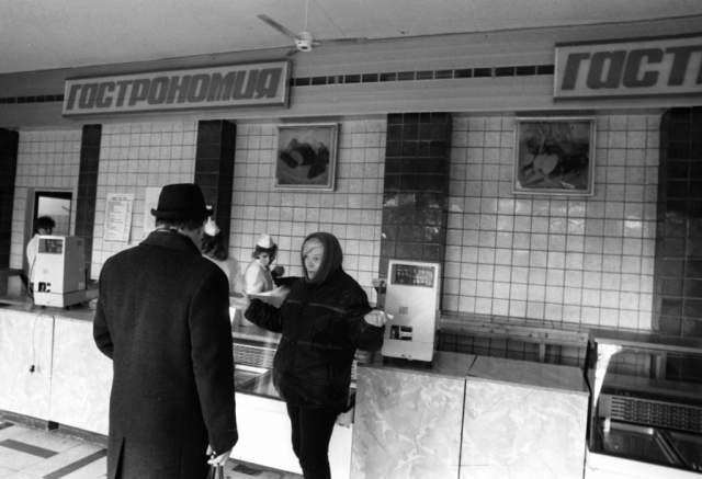 1987 год. Тогда в прессе впервые показали, как на самом деле выглядят прилавки магазинов.