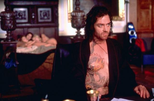 """XXX (""""Три икса""""), 2002. Фильм снят в духе 80-х. Русские вновь показаны как бандиты в меховых шубах, причем их главаря зовут почему-то не совсем русским именем Йорги..."""