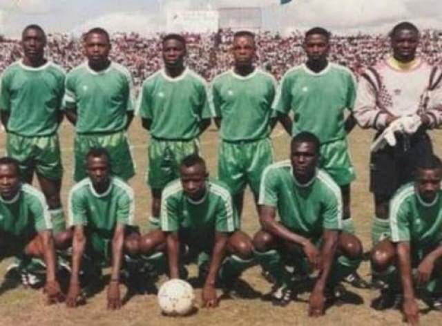 Гибель первых легионеров 27 апреля 1993 года Место катастрофы: 500 метров от побережья Либревиля Команда: сборная Замбии по футболу Футбольная сборная Замбии образца 1993 года считалась лучшей в истории страны. Футбол всегда был популярен в этой африканской стране, особенно в период правления президента Кеннета Каунды, не жалевшего средств на его развитие. После смещения Каунды денег стало меньше, но национальная сборная, невзирая на бедность, оставалась одной из лучших в Африке.