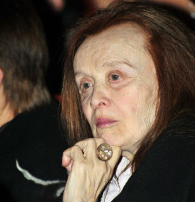 С этого же года Маргарита Борисовна из-за болезни Альцгеймера не играет в театре, не снимается в кино и почти не дает интервью. Болезнь отразилась и во внешности актрисы.