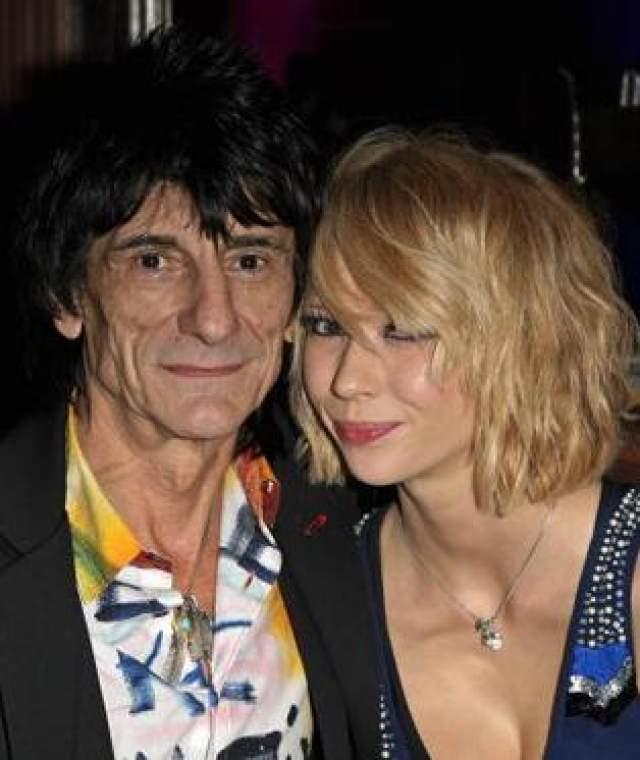Ронни Вуд и Екатерина Иванова Екатерина Иванова не была даже моделью в полном смысле слова - она работала официанткой в Лондонском баре и подрабатывала в эскорт-агенстве. Там она и познакомилась с Ронни Вудом, участником группы Rolling Stones.