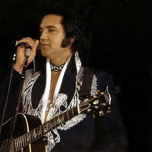 На смерти певца спекулируют до их пор. Одни утверждают, что Элвис умер от передозировки наркотиков, кто-то считает произошедшее убийством, а кто-то вообще уверен в том, что Пресли на самом деле жив и инсценировал смерть, чтобы сбежать от своей невероятной популярности.
