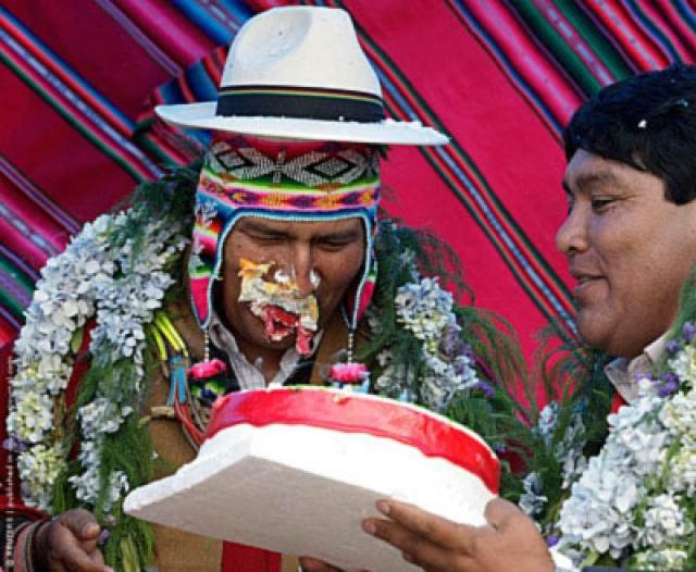 В октябре 2009 года по случаю 50-летия президента Колумбии Эво Моралеса местные жители устроили небольшой праздник, на котором поздравили Моралеса с днем рождения и подарили ему торт, обильно украшенный сливками. В тот момент, когда боливийский лидер попытался откусить торт, один из присутствовавших на церемонии толкнул кусок прямо в лицо президенту. Как отмечали СМИ, что в Боливии это обычная шутка над тем, у кого день рождения, однако никто не ожидал, что так поступят с президентом страны перед объективами телекамер.