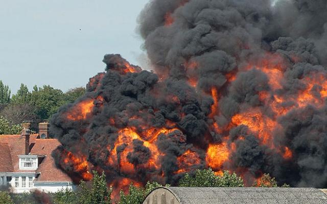 В результате погибло 11 человек, 16 получили ранения разной степени тяжести.