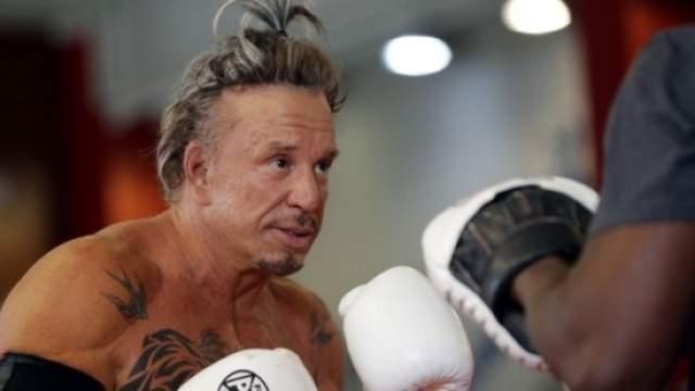 В интервью последних лет Рурк часто признавался, что бокс сильно подпортил его внешний вид, из-за чего бывшему спортсмену пришлось прибегнуть к ряду серьезных пластических операций.