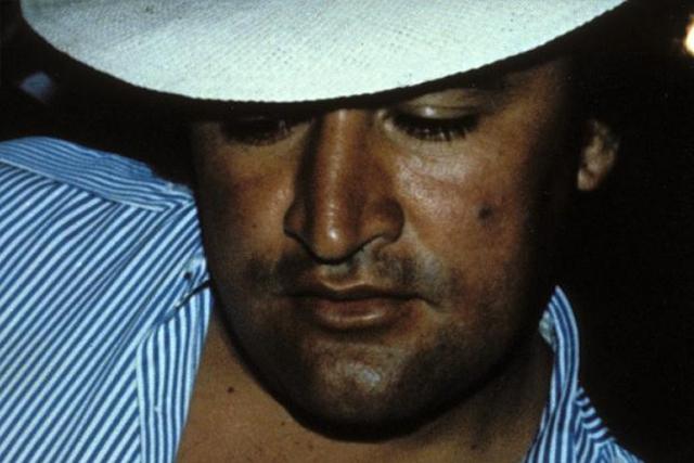 В конце 1989 года полицейские окружили ранчо, на котором находились лидеры картеля Хильберто Рендон и Хосе Гонсало Родригес Гача. Рендон и сын Родригеса Фреди были убиты в перестрелке, а сам Родригес Гача (на фото) покончил с собой.