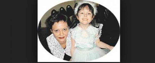 """В течение двух лет, с 1998 по 2000, Макаревич сожительствовал с журналисткой и пресс-атташе """"Машины времени"""" Анной Рождественской, которая в 2000 году родила ему дочь Аню."""