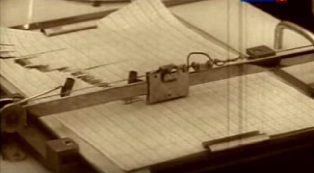 """""""Нас перевели с """"Маяка"""" и разрешили покинуть город только месяца через три после аварии, когда вышел приказ освободить всех сотрудников комбината, набравших дозу облучения больше 250 рентген. Смертельной считалась доза в 400 рентген,"""" - вспоминает участница событий."""