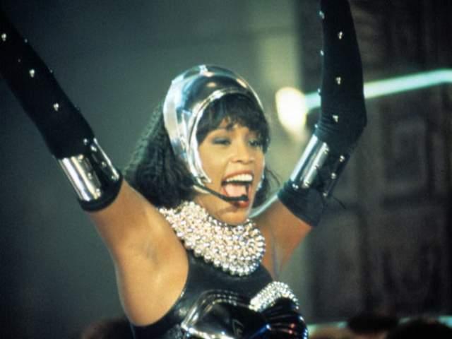 """Уитни Хьюстон. Выдающаяся певица снялась всего в двух фильмах, оба из которых на странице умершей артистки на сайте """"Кинопоиск"""" отмечены как лучшие - это """"Как стать принцессой"""" и """"Телохранитель""""."""