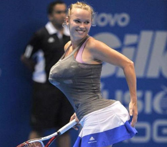 Эпизод произошел на показательном матче против Марии Шараповой: спортсменка решила немного повеселить зрителей и, засунув себе в трусы и лифчик два полотенца, начала вразвалочку прохаживаться по корту, изображая Уильямс.