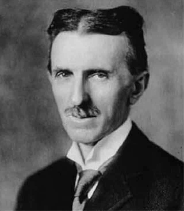 Тесла писал неплохие стихи. Уезжая в США, он подумывал и о писательской деятельности. Однако, он выпустил лишь сборник переводов стихов сербских поэтов на английский язык.