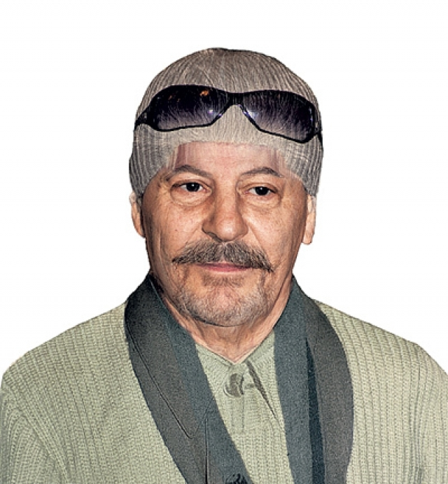 Работает режиссером-постановщиком в Театре Российской Армии, народный артист России. У него нет своих детей, но он удочерил девочку.