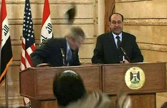 14 декабря 2008 года проищошел самый нашумевший случай нападения. В Джорджа Буша, тогда президента США, иракский журналист египетского телеканала «Аль-Багдадия» Мунтазар аль-Зейди бросил два ботинка на пресс-конференции в Ираке.