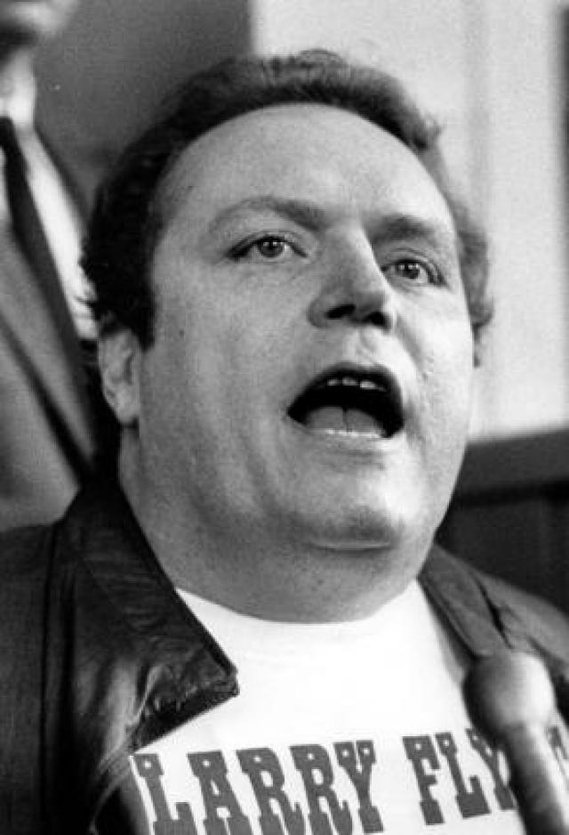 Ларри Флинт. На создателя и издателя журнала для взрослых Hustler в марте 1978 года напал маньяка-нациста Джозеф Пол Франклин: он несколько раз выстрелил в Флинта и сильно покалечил его.