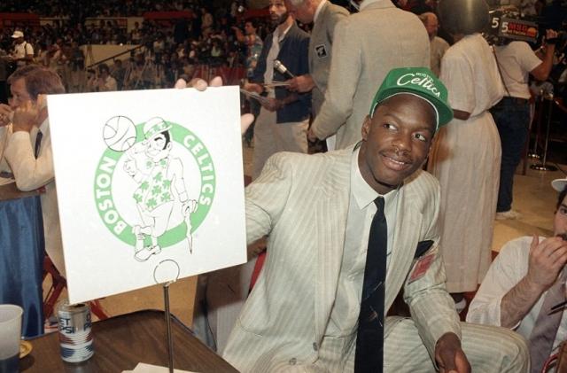 """По окончании школы одаренного спорт¬смена практически без экзаменов приняли в Мэрилендский университет. 17 июня 1986 года Байас был выбран действующим чемпионом НБА """"Бостон Селтикс"""" на ежегодном драфте, который проходил в Нью-Йорке на Медисон-сквер-гарден."""