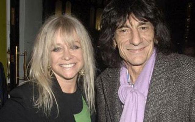 В 1985 году Ронни Вуд женился на модели Джо Керслейк : он усыновил ее сына Джейми, в браке родились еще двое детей - дочь Леа и сын Тайрон.