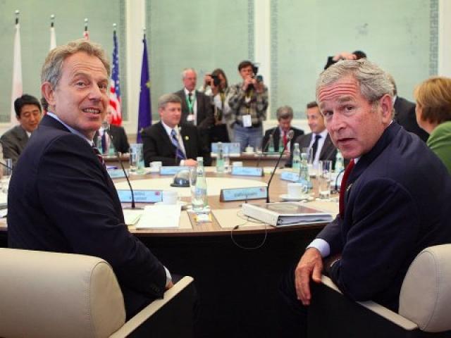 """Американское издание Washington Times даже присудило Бушу символический приз за самое неожиданное изречение: """"Йоу, Блэр! Ну как дела?"""". Именно так приветствовал американский президент своего ближайшего союзника британского премьера Тони Блэра."""