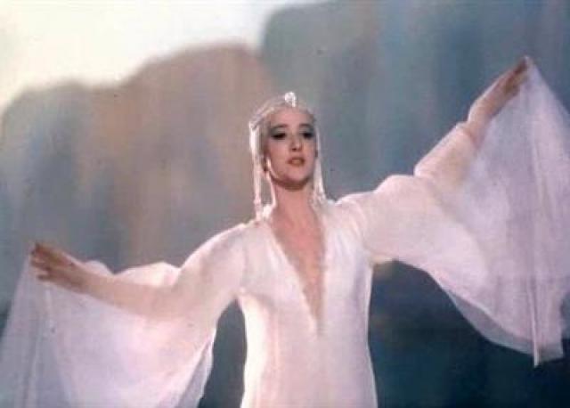 """Ксения Рябинкина. Актриса была одной из солисток балета в постановках Большого театра, поэтому неудивительно, что в кино она дебютировала ролью Царевны Лебедь в фильме """"Сказке о царе Салтане""""."""