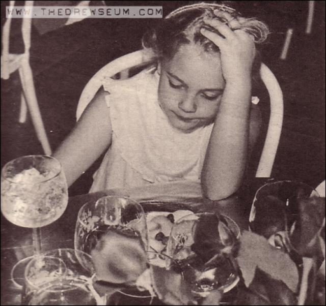 Дрю Бэрримор. Актриса пила, курила и употребляла наркотики уже в 14 лет.