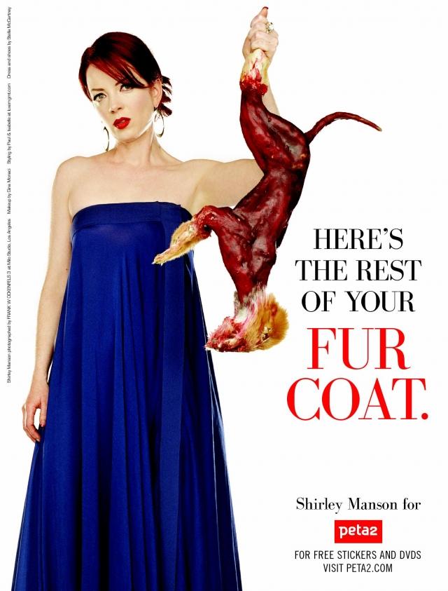 """На постерах певица держит в руках освежеванную тушку лисы, а рядом расположена надпись: """"Here is the rest of your fur coat"""" (""""Вот что осталось от твоей шубы"""")."""