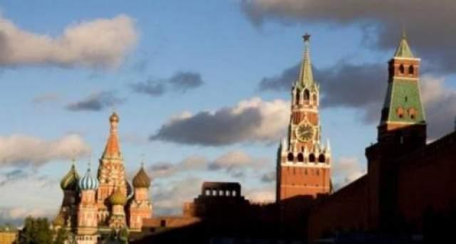 Призраки Кремля В нашей стране немного мест, способных сравниться с Московским Кремлем по таинственности и количеству рассказов о приведениях, которые там встречаются. Несколько веков он служит главной цитаделью российской государственности, и, согласно легендам, неприкаянные души жертв борьбы за нее (и с ней) до сих пор бродят по кремлевским коридорам и подземельям.
