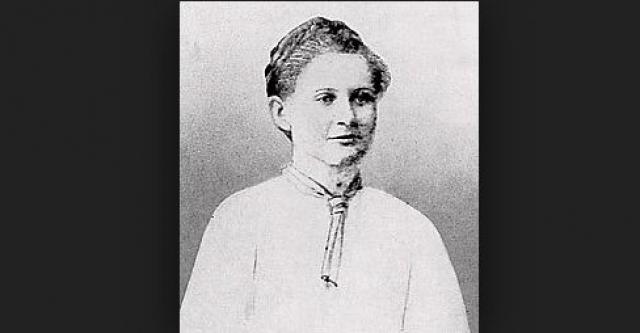 В 16 лет Гитлер влюбился в еврейку Стефани Исак, но никогда не говорил ей о своих чувствах. По словам его близкого друга Августа Кубизека, он собирался похитить Стефани и убить себя и ее, прыгнув в реку. Позже в интервью Исак сказала, что не имела никакого представления о чувствах Гитлера.