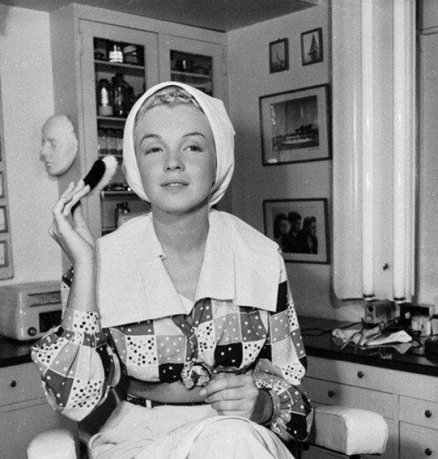 Мэрилин Монро (1926–1962). Эта женщина была воплощением мечты каждого мужчины середины прошлого века. Монро сводила с ума всех. Эталонная фигура, соблазнительные губы и томный взгляд.