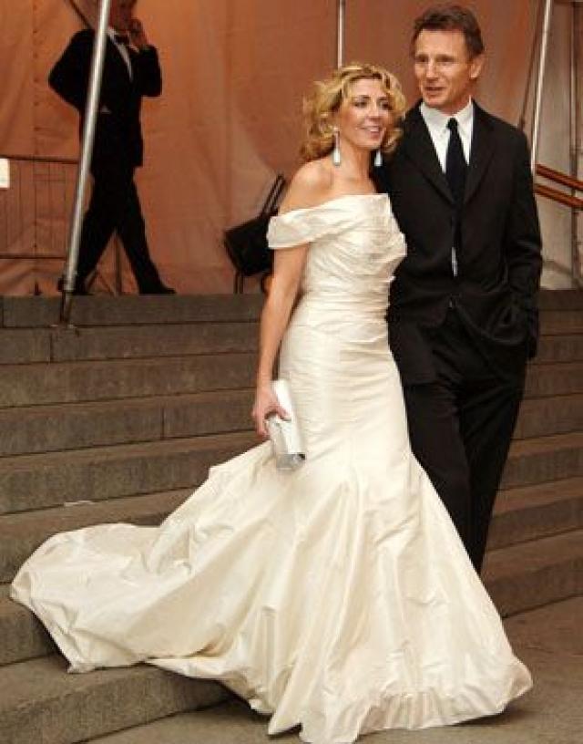 Лиам Нисон. Актер и актриса Наташа Ричардсон познакомились в 1984 во время работы на ТВ, а поженились десять лет спустя. У них родились два сына.