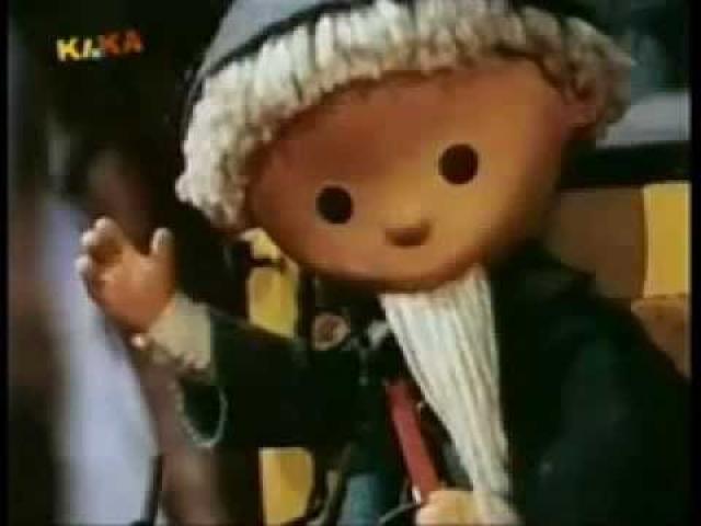 История рождения передачи берет начало в 1963 году, когда главный редактор редакции программ для детей и юношества Валентина Федорова, будучи в ГДР, увидела мультипликационный сериал, рассказывавший о приключениях песочного человечка, и захотела создать нечто похожее в СССР.