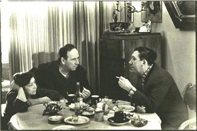 Беседа Ростислава Плятта и Юрия Никулина в 1955 году.