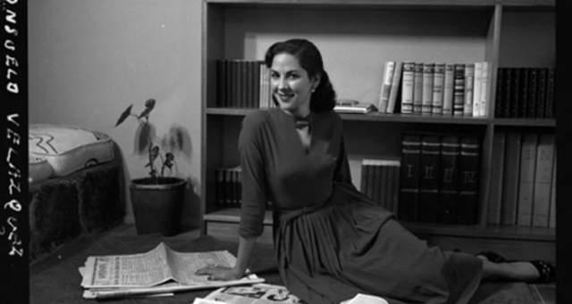 """Consuelo Velazquez – """"Besame Mucho"""", 1940 год. Возможно, это не самая популярная песня, но ее знает практически каждый человек на планете. Создателем ее является молодая пианистка Консуэло Веласкес - тогда она находилась под впечатлением оперы Энрике Гранадоса """"Гойески""""."""