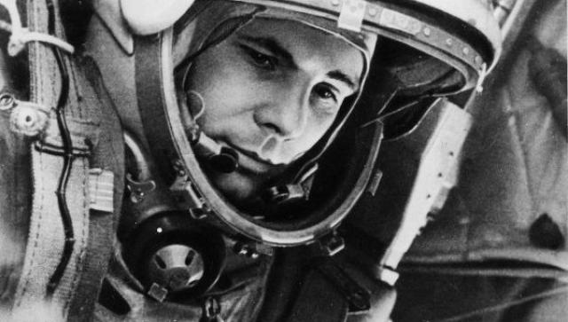 """Во время заключительной стадии полета Юрий Гагарин бросил фразу, о которой долгое время предпочитали ничего не писать: """"Я горю, прощайте, товарищи!""""."""