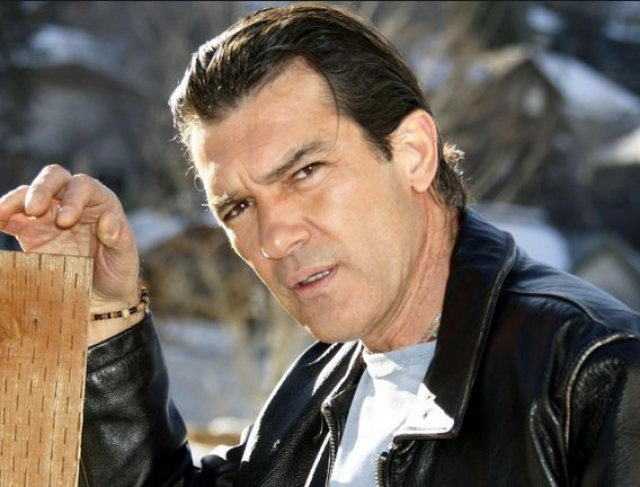 Антонио Бандерас - Хосе Антонио Домингес Бандерас. Актер взял фамилию матери Бандерас в качестве сценического имени.