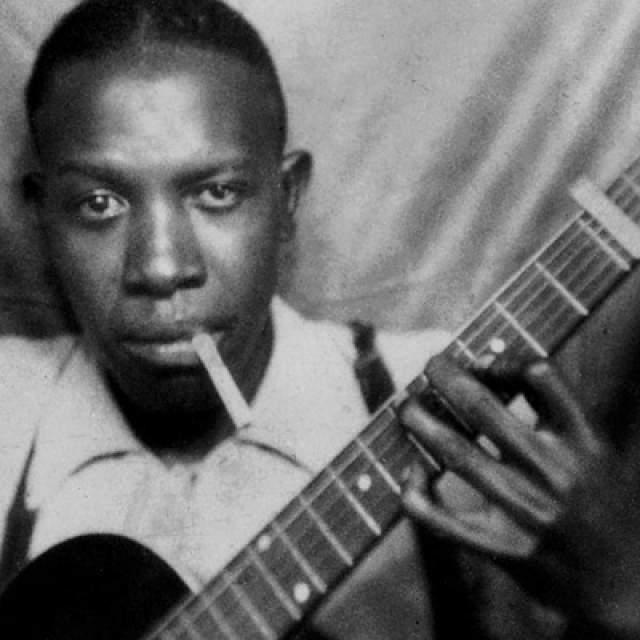 """Роберт Лерой Джонсон, 1911-1938. """"Заключивший сделку с дьяволом"""" музыкант за свою недолгую, но очень яркую и влиятельную по отношению к последующей истории музыки карьеру успел написать всего 29 композиций."""