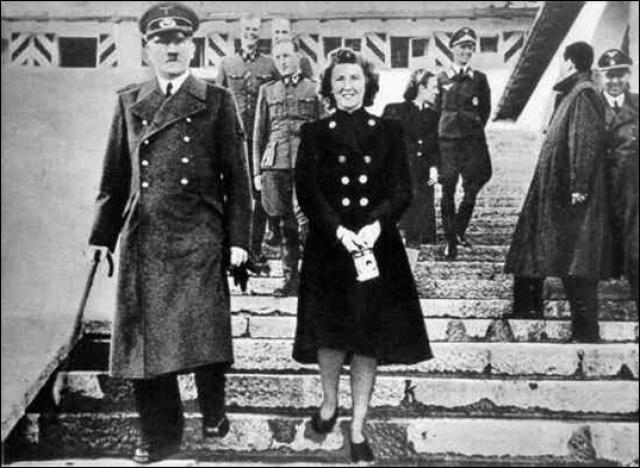 Браун была настолько незаметной фигурой, что в июне 1944 года британская разведка все еще считала ее одной из секретарш Гитлера.