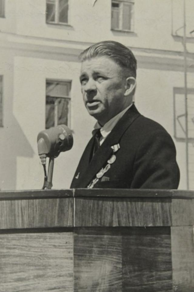 20 ноября 1945 года по приказу наркома ВМФ № 02521 старший лейтенант Маринеско А. И. был уволен в запас. Дальнейшая его судьба сложилась довольно неблагополучно.