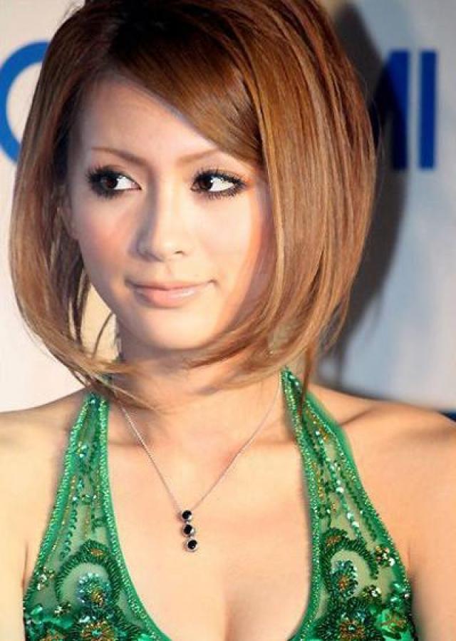 """Сумире (1987-2009). Японская модель и актриса кабаре; более всего известна как одна из ключевых моделей популярного среди представителей субкультуры """"гяру"""" модного журнала Koakuma Ageha."""