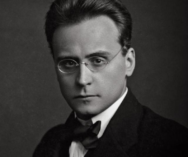 Антон Веберн. Великий австрийский композитор и дирижер, один из основателей Новой венской школы, был горячим поклонником нацизма и Гитлера в частности.