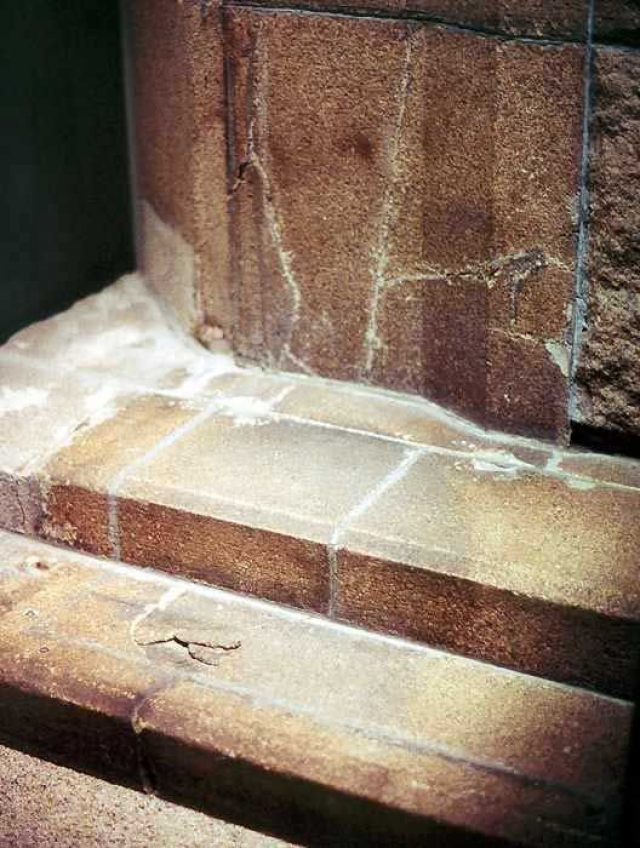 От хиросимца, сидевшего на ступенях банка, не осталось даже тела, лишь такая тень.