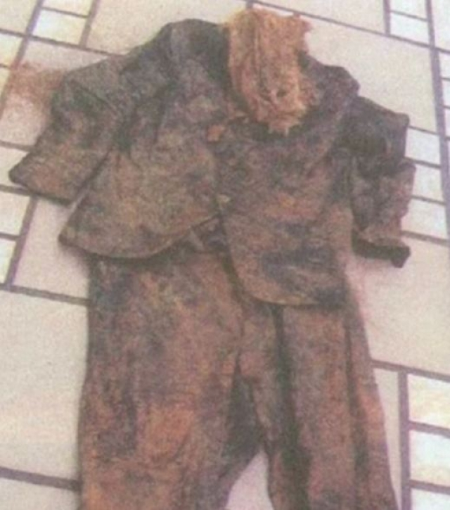 О них писали газеты, публиковавшие якобы уцелевшую одежду фюрера, в которой он прибыл в Перу или Парагвай.