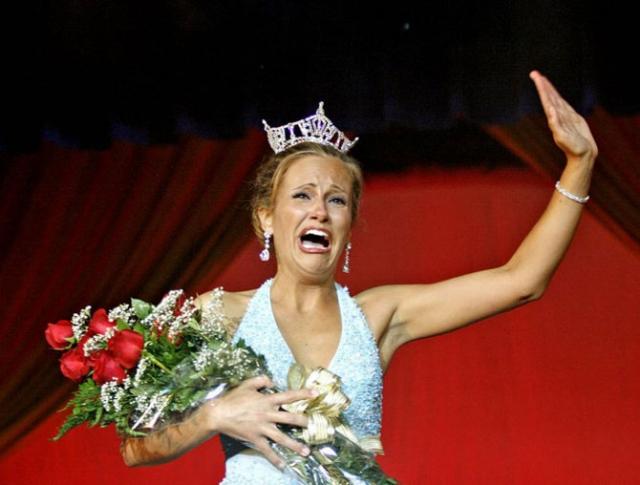 """Эмми Полумбо была названа Мисс Нью-Джерси в 2007 году, хотя аноним вынуждал ее сняться под угрозой того, что выставит ее """"скандальные"""" фото на всеобщее обозрение"""